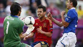 Fábregasův gól Buffonovi.