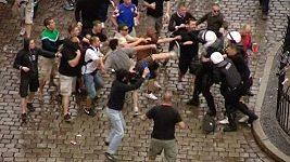 Potyčky chorvatských a irských fanoušků s policií