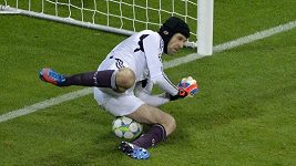 Petr Čech chytil penaltu Robbenovi ve finále LM
