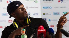 Usain Bolt představuje své nové tretry.
