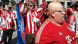 Fanoušci Bayernu v ulicích Mnichova před finále LM