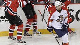 Hokejová reprezentace přijíždí před brněnskou halu k zápasu s Finy