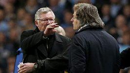 Trenéři Ferguson a Mancini ve slovní potyčce u postranní čáry.