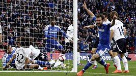 Chelsea gól nedala, Barceloně penaltu darovali