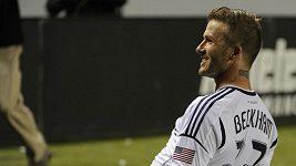 David Beckham se parádně trefil z 25 metrů