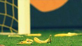 Banány na hřišti