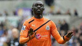 Papiss Cissé střílí svůj druhý gól proti Swansea