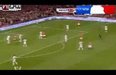 Wayne Rooney střílí gól Fulhamu