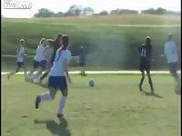 Fotbalistka zmlátila soupeřku