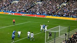 Obě branky Fernanda Torrese proti Leicester City