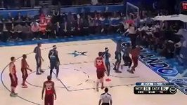 Wade tvrdě fauluje Bryanta