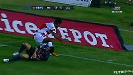 José Antonio Castro si v utkání mexické ligy zlomil nohu
