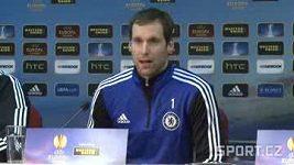 Brankář Chelsea Petr Čech a trenér lonýnského klubu Rafael Benítez na středeční tiskové konferenci před utkáním na Spartě.
