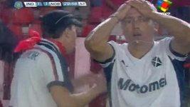 Zahozená penalta argentinského fotbalisty Faríase