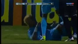 Neymar vyloučený po potyčce s protihráčem