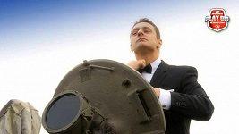 Třinecký obránce Lukáš Zíb jako agent James Bond.