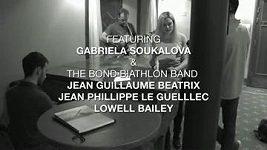 Gabriela Soukalová zpívá s biatlonovým bandem