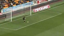 Gólman Wolverhamptonu pustil laciný gól