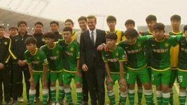David Beckham navštívil fotbalový klub v Pekingu