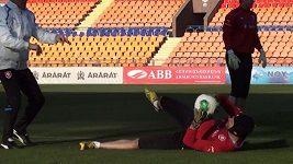 Petr Čech na tréninku v Jerevanu