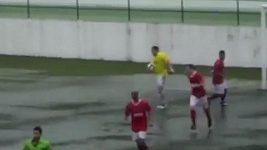 Po chycené penaltě se brankář zapsal mezi střelce.