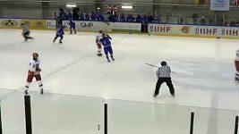 Hokejista hodil hokejku po rozhodčím