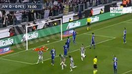 Mirko Vučinič z Juventusu si po proměněné penaltě svlékl trenky.
