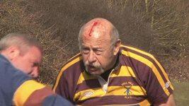 Dvaasedmdesátiletý John Goldman hraje rugby za Mill Hill.