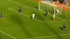 Neuvěřitelný odskok míče v Alžírském poháru.