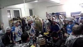 Oslava v kabině hokejistů Plzně