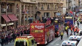 Fanoušci oslavují vítězství Barcelony