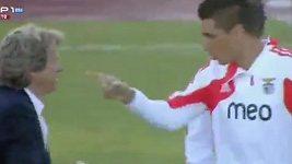 Útočník Cardozo napadl trenéra Benfiky Lisabon