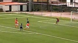 Nevídaný vlastní gól brankáře Del Bina.