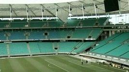 Déšť zničil střechu fotbalového stadiónu v brazilském Salvadoru