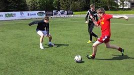 Norští mladíci parodovali liverpoolského útočníka Luise Suáreze.