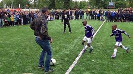 Van Persie a spol. předvedli dětem fantastické kousky s míčem.