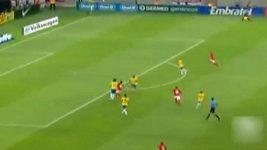 Rooneyho parádní gól proti Brazílii.