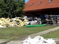 Následky povodní v loděnici v Troji