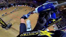 Vítězný skok Libora Podmola jeho očima na kameře GoPro.
