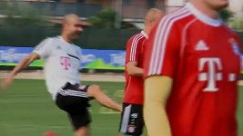 Guardiola nakopl Robbena.