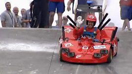 Pilot F1 Vettel jako Super Mario