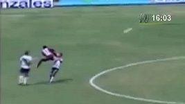 Brutální faul v peruánské lize