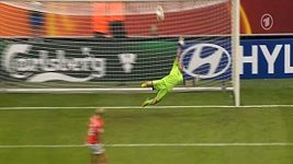 Nadine Angererová chytila 2 penalty v zápase proti Norsku