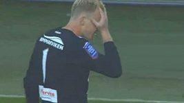 Švédský brankář Abrahamsson byl vyloučen po 44 sekundách hry.