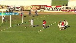 Peruánský fotbalista si vstřelil podivný vlastní gól