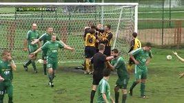 Litevský fotbalista slavil gól kraulem