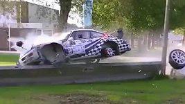 Harry Kleinjan skončil s vozidlem po hrůzostrašném pádu v řece.