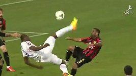 Efektní gól Léonarda Kweukeho