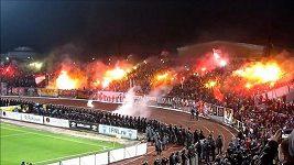 Střety fanoušků s policií při zápase Šinnik Jaroslavl - Spartak Moskva.