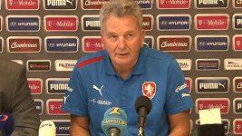 Trenér české fotbalové reprezentace Josef Pešice na tiskové konferenci před přátelským utkáním s Kanadou.